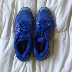 ASICS barely worn running shoes